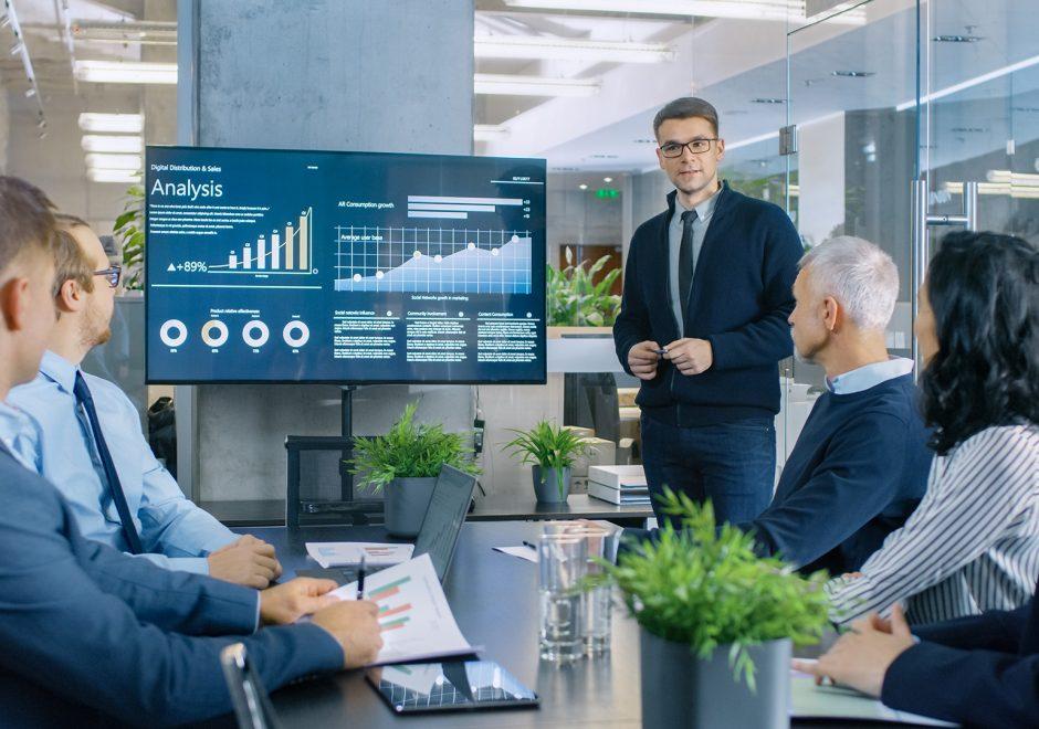 businessman leading analysis